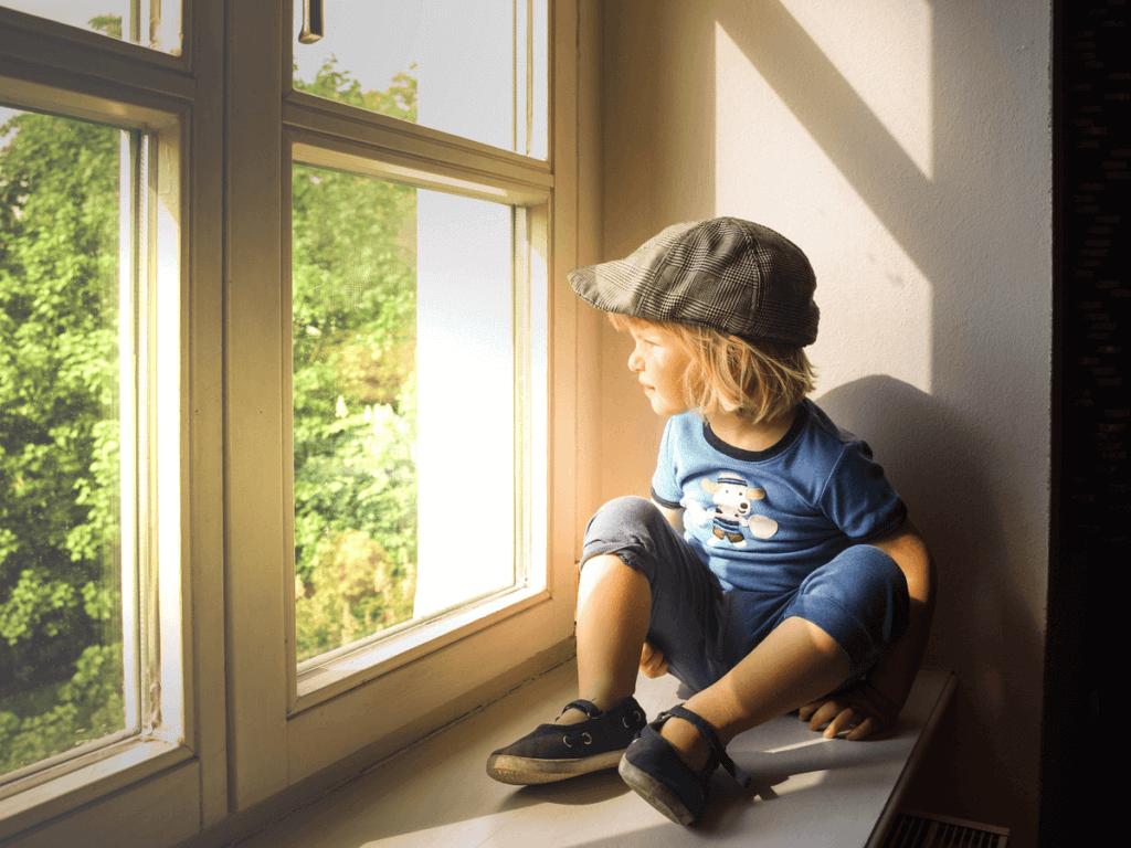 子供が幼稚園で人見知りの原因は?改善できる?