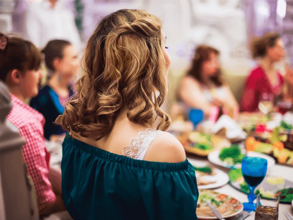 結婚式でママの服装はどうする?ドレスの選び方5つを解説!
