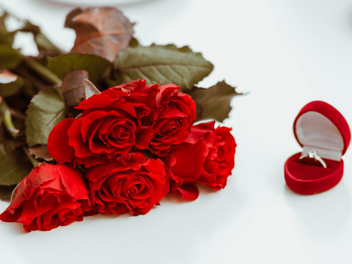 バラ の 花束 本数