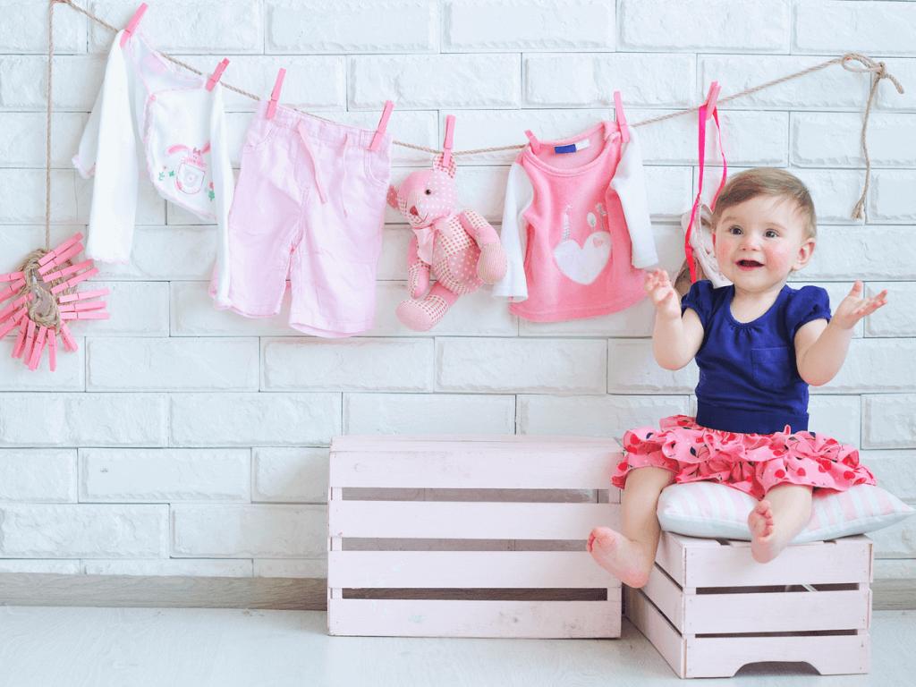 ベビー服はいつまで着るの?洗い方・収納術と人気ブランド6つをご紹介!
