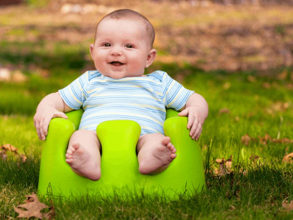 赤ちゃんに一度は座らせてみたいバンボ!いつから使用可能?お風呂で使える?バンボのメリットや注意点をご紹介