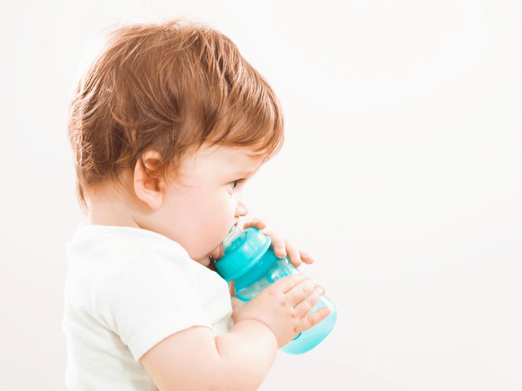赤ちゃんのストローマグはいつからいつまで?選び方のポイント6つとママに人気のおすすめ商品10選