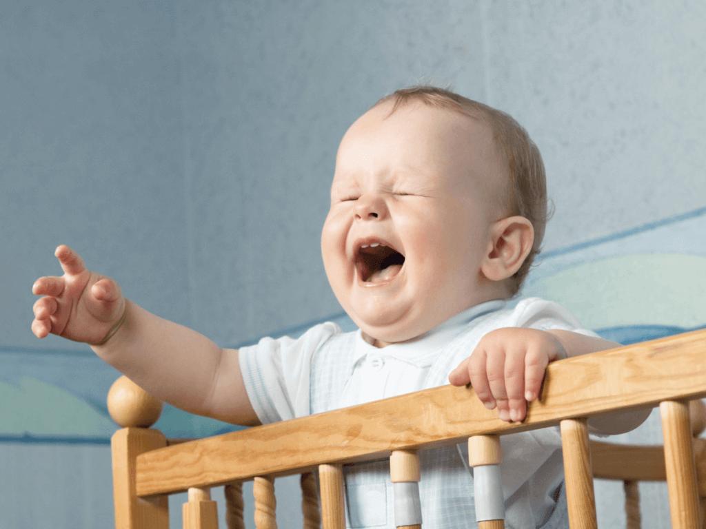 赤ちゃん夜泣きいつからいつまで?原因や対処法は
