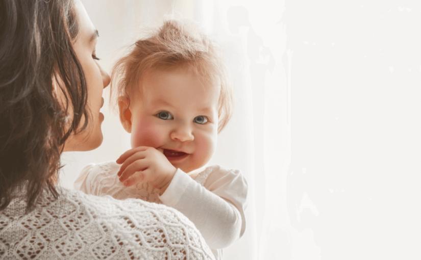 赤ちゃんの首すわりはいつ?その判断方法とおすすめの抱っこ紐・ベビーカー11選