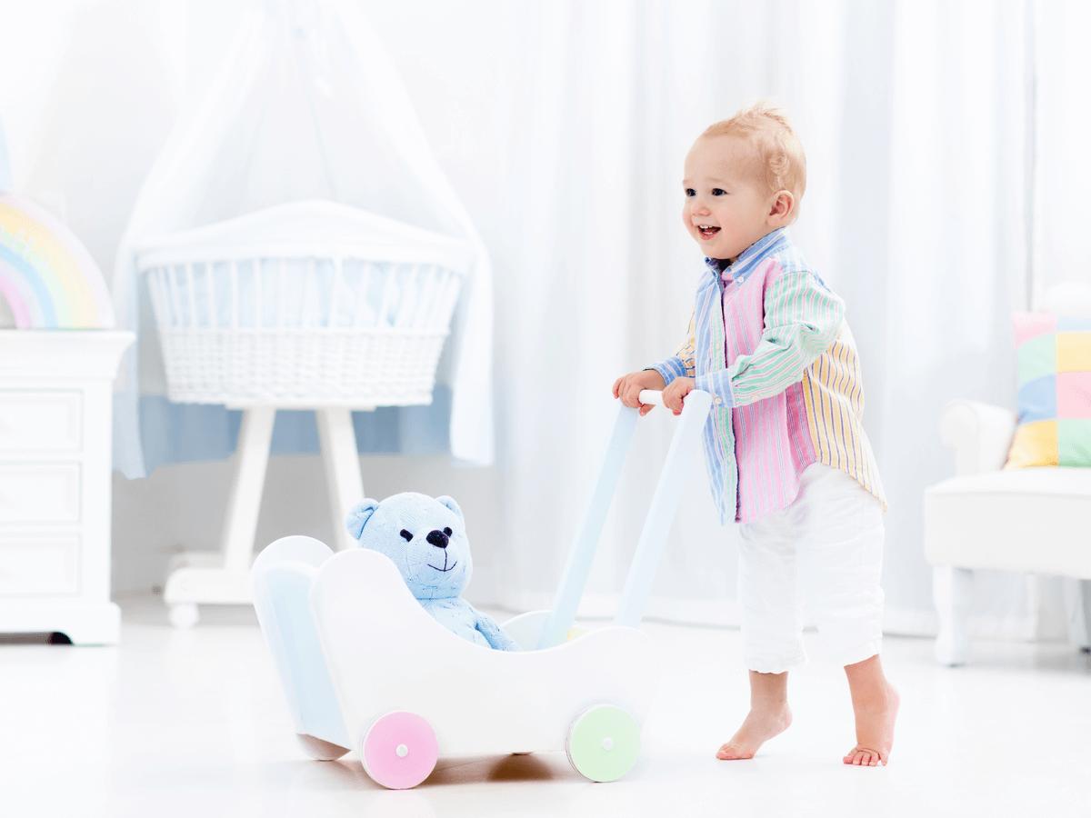 赤ちゃんの伝い歩きはいつごろから?練習方法や知っておきたい注意点8つ(3)