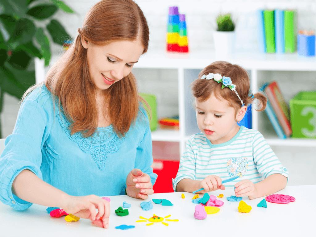2歳児の遊びってどんなものがあるの?外でも室内でも親子で楽しめる遊び15選