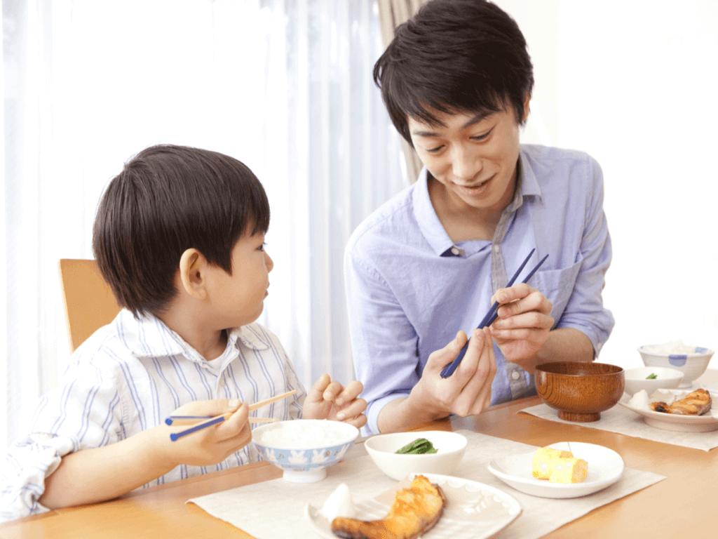子どもの箸トレーニングはいつから?上手に持てるようになるコツと練習におすすめの商品10選