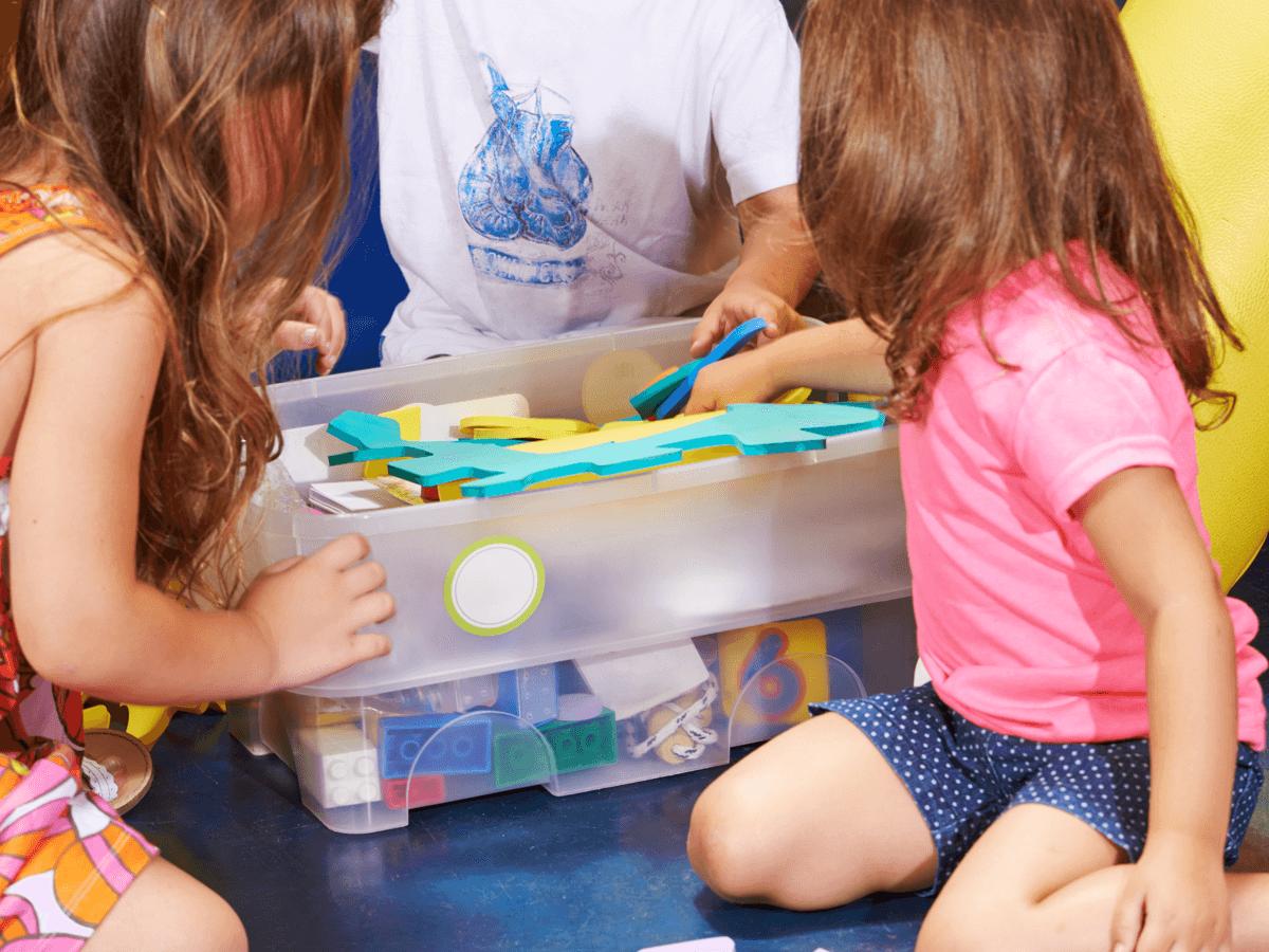 子どもが上手にお片付けできるようになる!お洒落で収納しやすい人気のおもちゃ箱10選