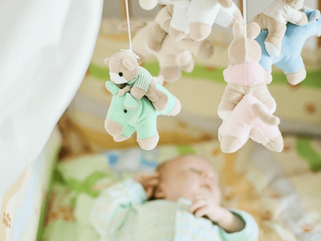 赤ちゃんをあやすのにおすすめのベッドメリー!人気のアンパンマンやプーさんなど可愛い商品8選