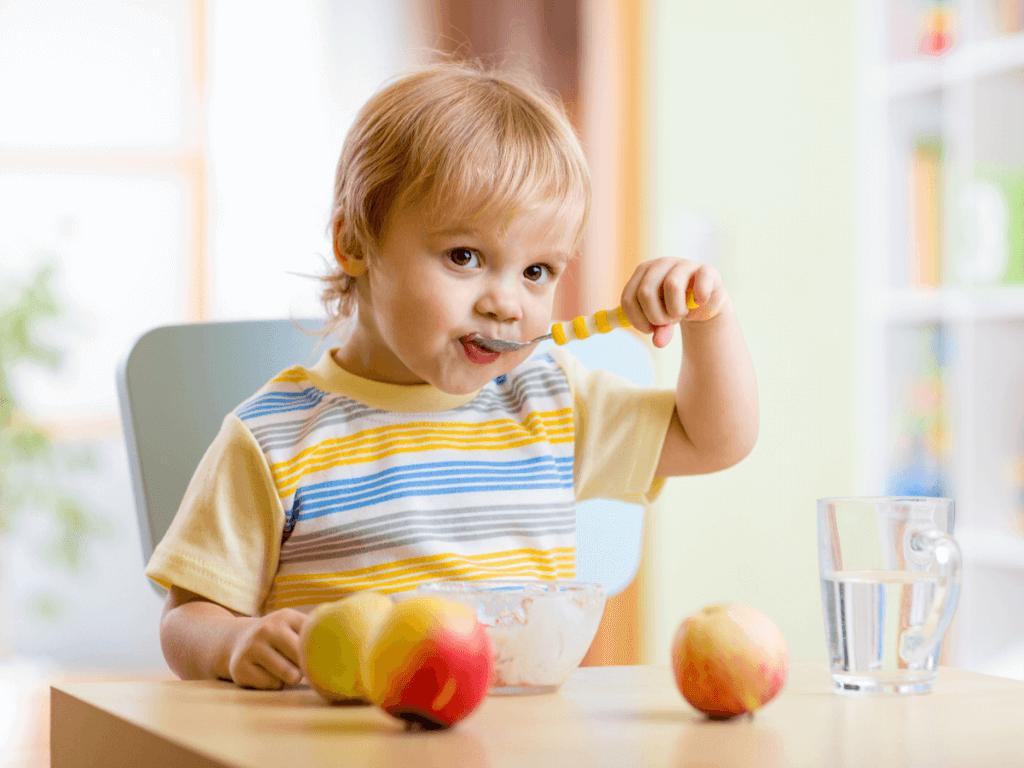 【管理栄養士監修】幼児食とは?1歳・2歳での目安量や、栄養素を補う簡単レシピ3つ