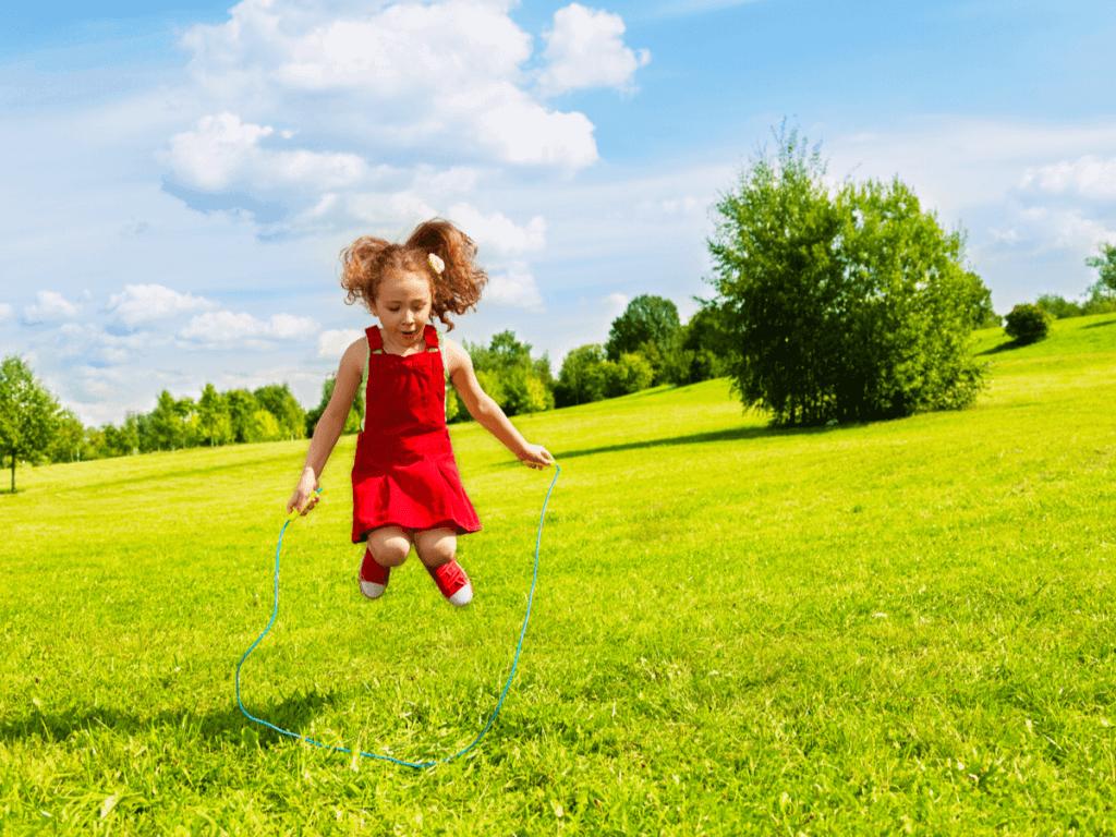 子どもに縄跳びを教えたい!やる気に繋がる練習方法とおすすめ商品5選
