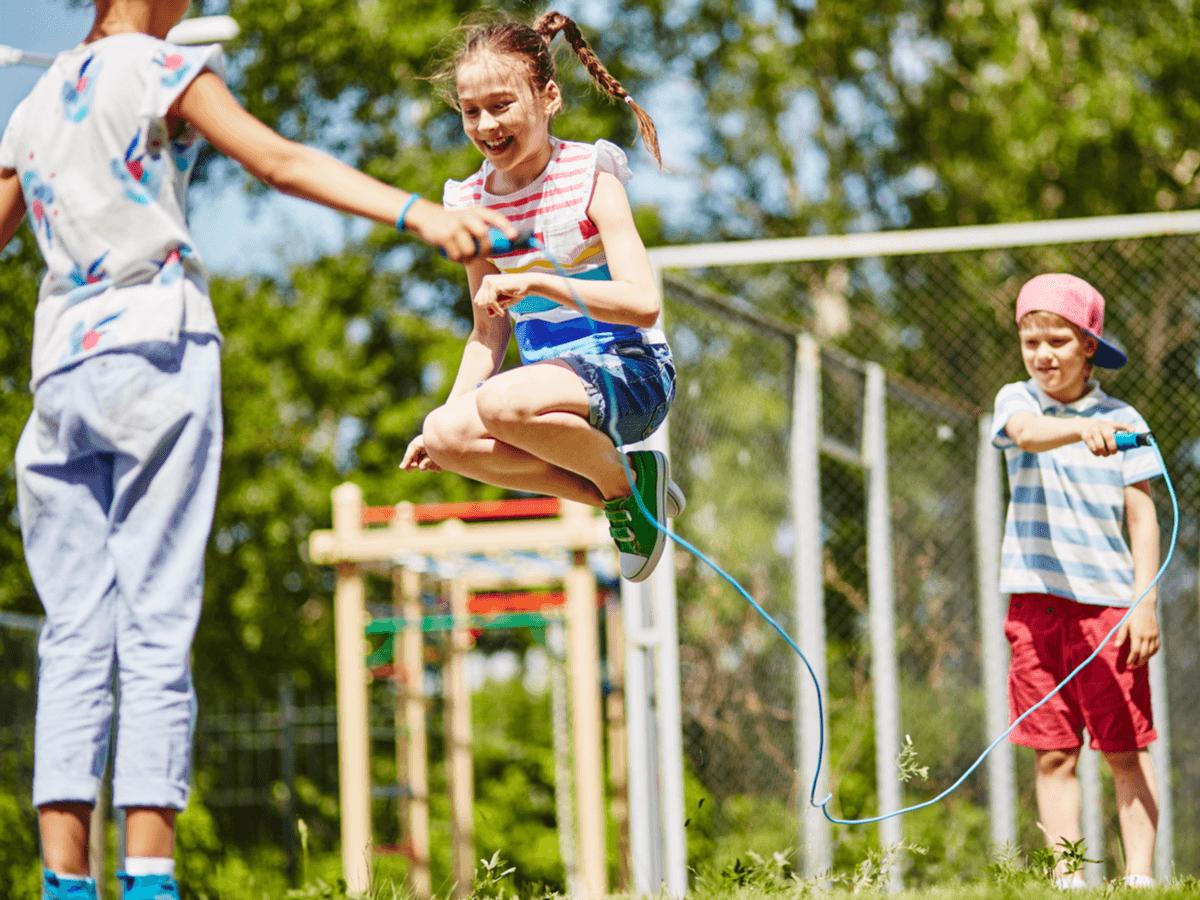意外と難しい縄跳びの教え方、ここさえ抑えればOK!子ども用縄跳びおすすめ5選もご紹介!
