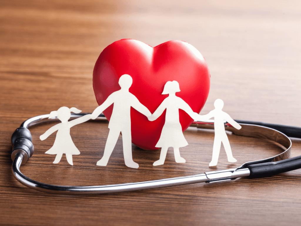 ガン保険、家族で早めに入っておくべき?保険の種類と基礎知識について解説