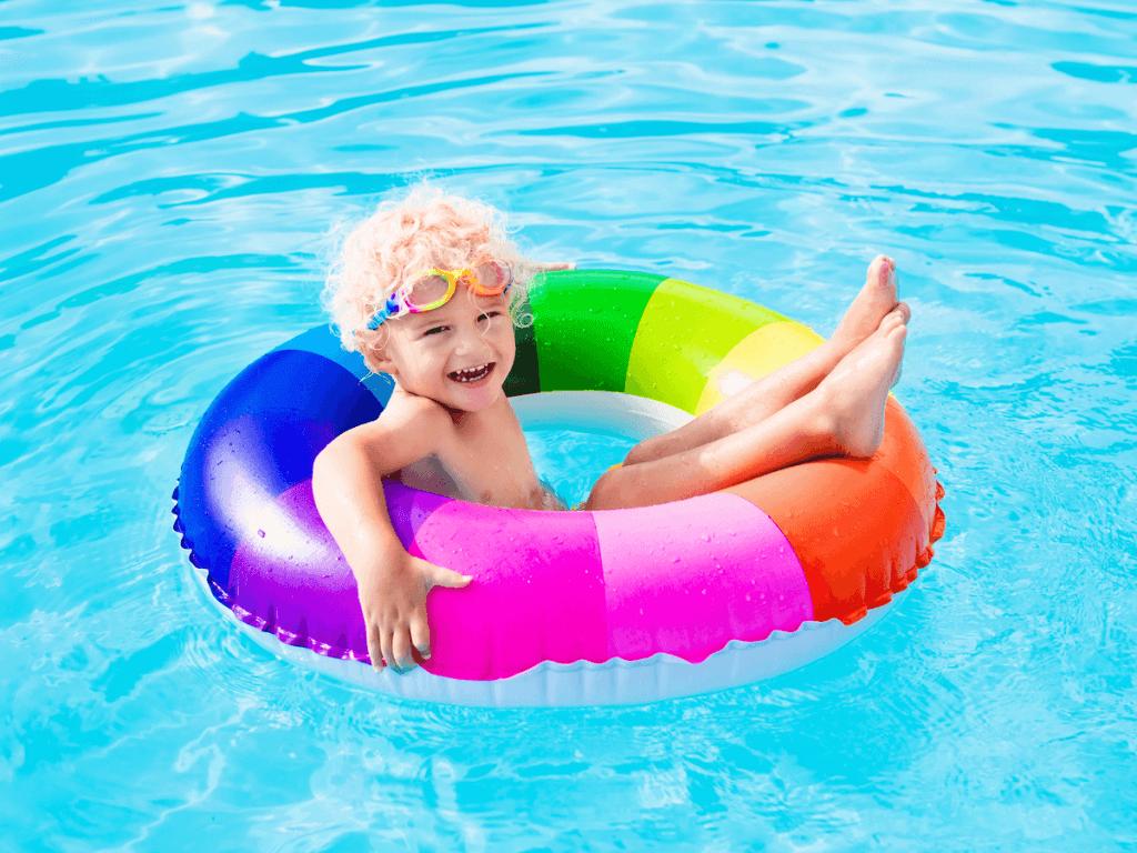 プールや海水浴で欠かせない!子供と遊べるおすすめ浮き輪7選