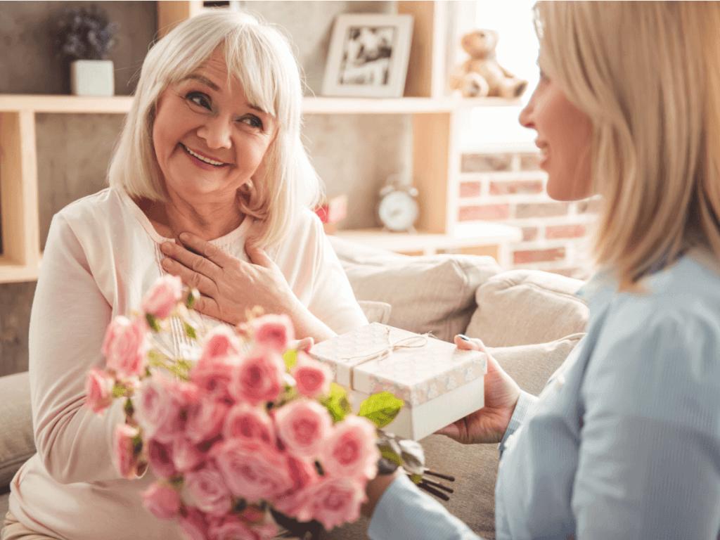 お義母さんに喜ばれる誕生日プレゼントを贈りたい!年代別の選び方とおすすめ商品9選