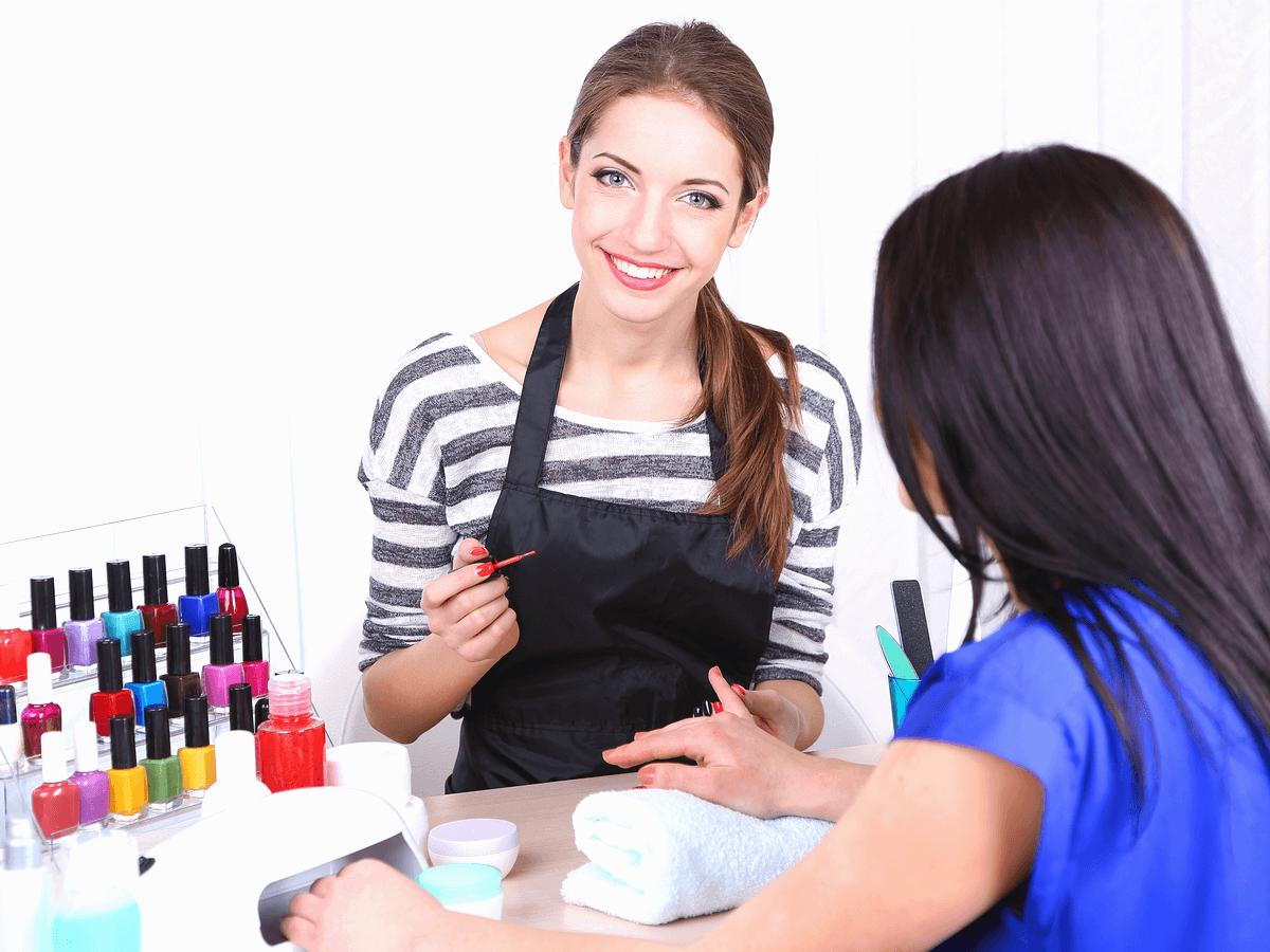 ネイリストは手に職をつける職業として女性から人気が高い!受けておきたい検定や必要な資格とは