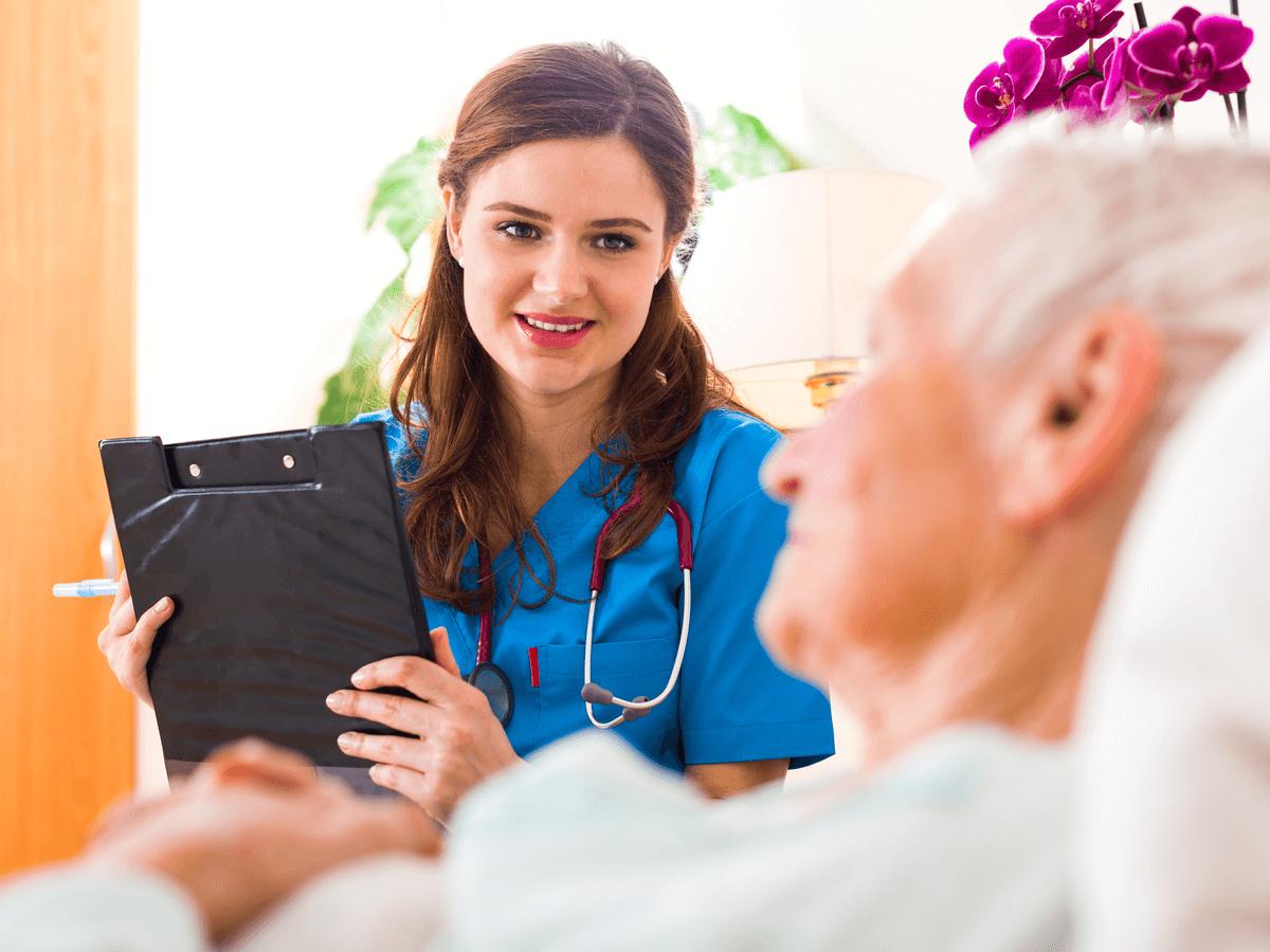 看護師のキャリアアップにつながる2つの資格とは?転職時に知っておきたい病院以外の職場とその仕事内容について