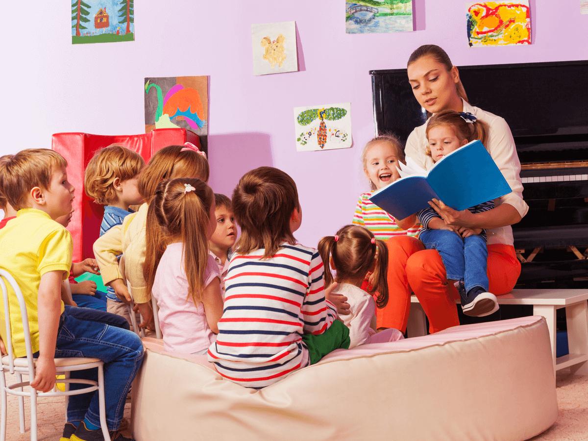 幼稚園教諭になって子どもと一緒に成長したい!気になる年収や保育士との違いについて