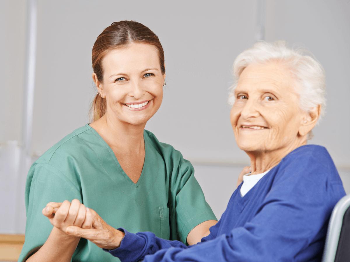 介護福祉士の活躍する場が広がっている!国家資格を取得するための方法やできる医療行為について