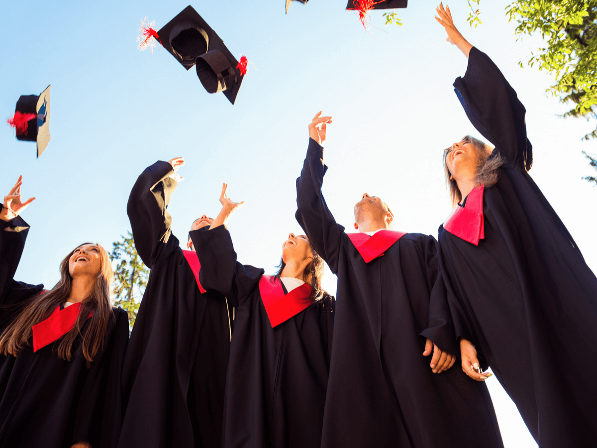 高卒で就職する学生に人気の職業って?就職率・離職率・面接で気をつけるべき点など徹底解説