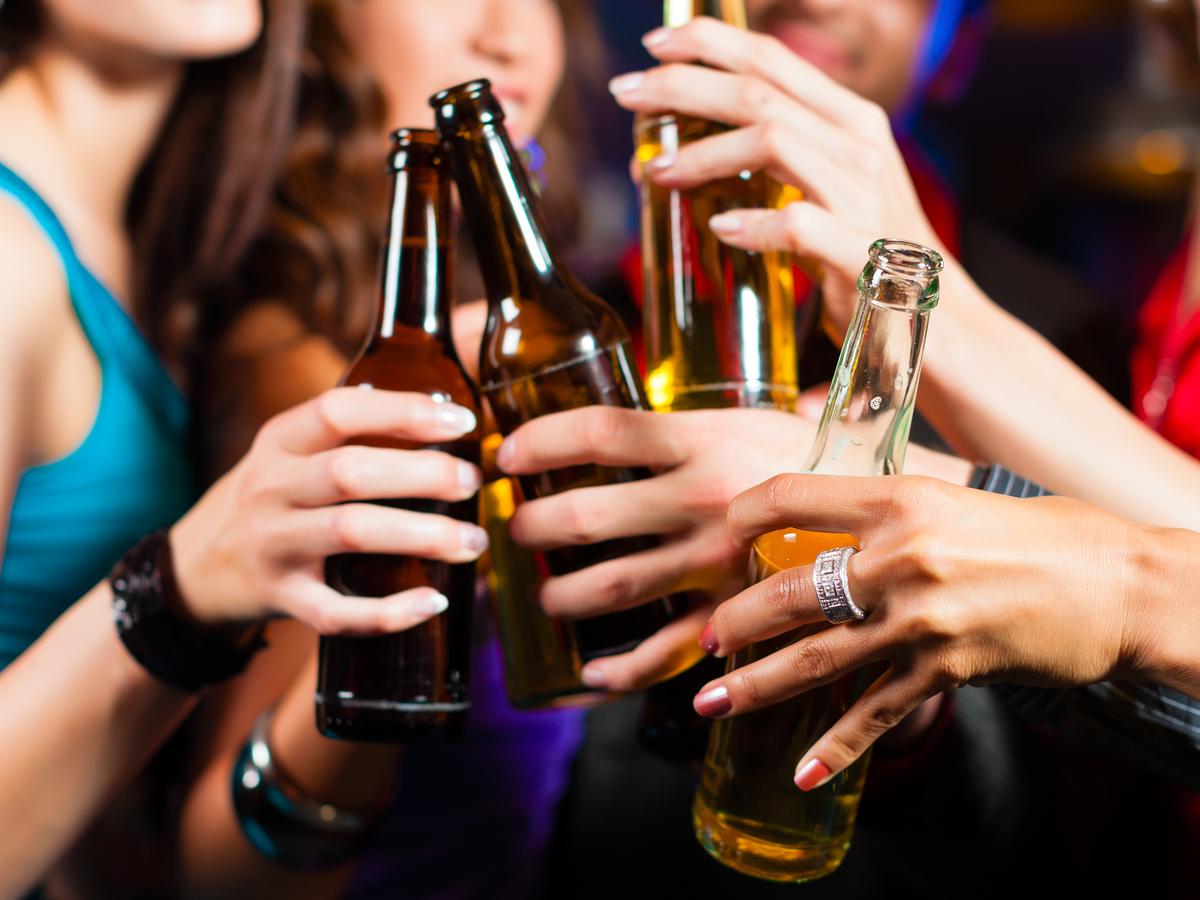 「会社の飲み会に行きたくない…」20代の本音アンケートと角が立たない上手な断り方