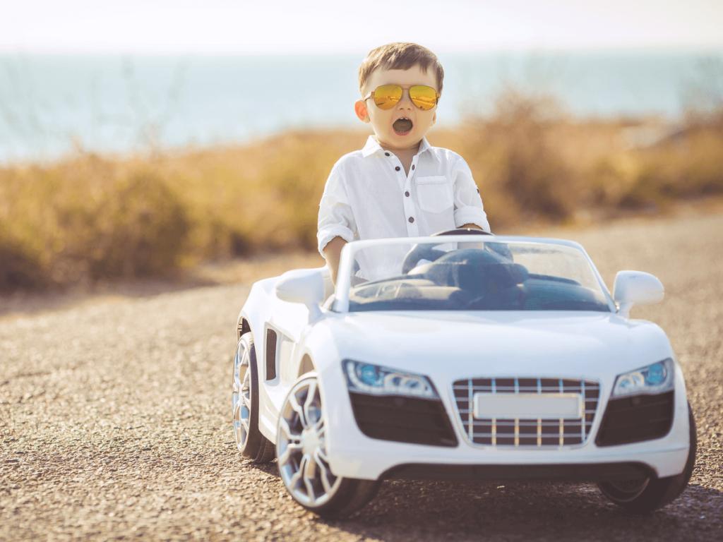 子どもが大喜び間違いなし!おもちゃの乗り物タイプ室内用・電動・足けり等おすすめ商品11選紹介