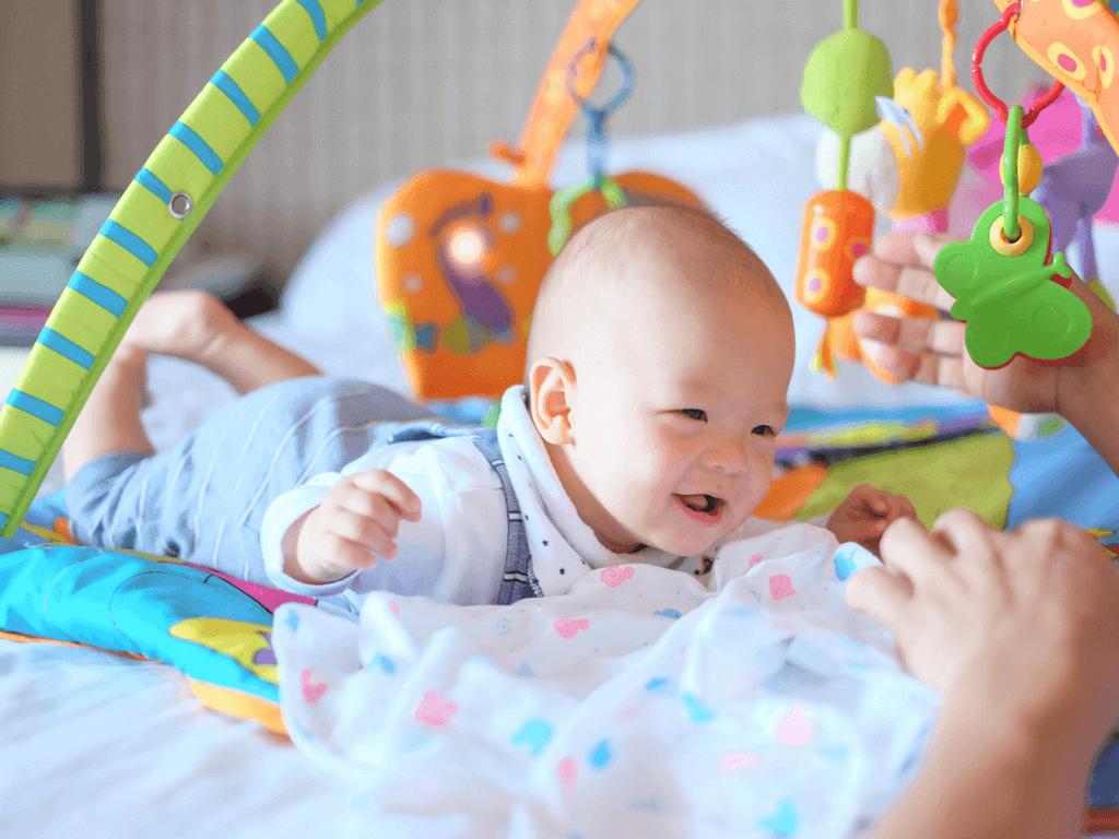 赤ちゃんのベビージムはいつから用意するの?素材別おすすめ商品10選とママの手作り3選