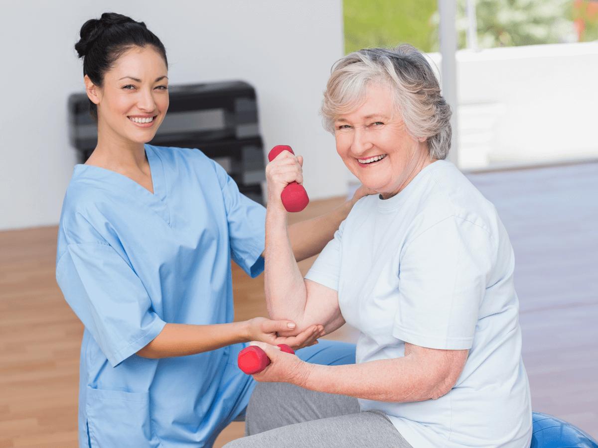 作業療法士は患者さんのケガの回復だけでなく心にも寄り添う!理学療法士との違いと1日の流れとは