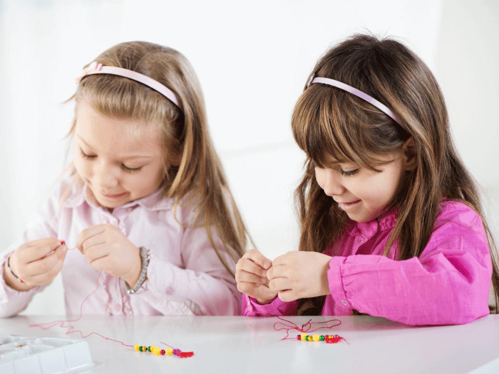 【2019年最新版】メイキングトイが女の子に大人気!アクセサリーやシールなど3歳から小学生まで遊べるおすすめ商品10選