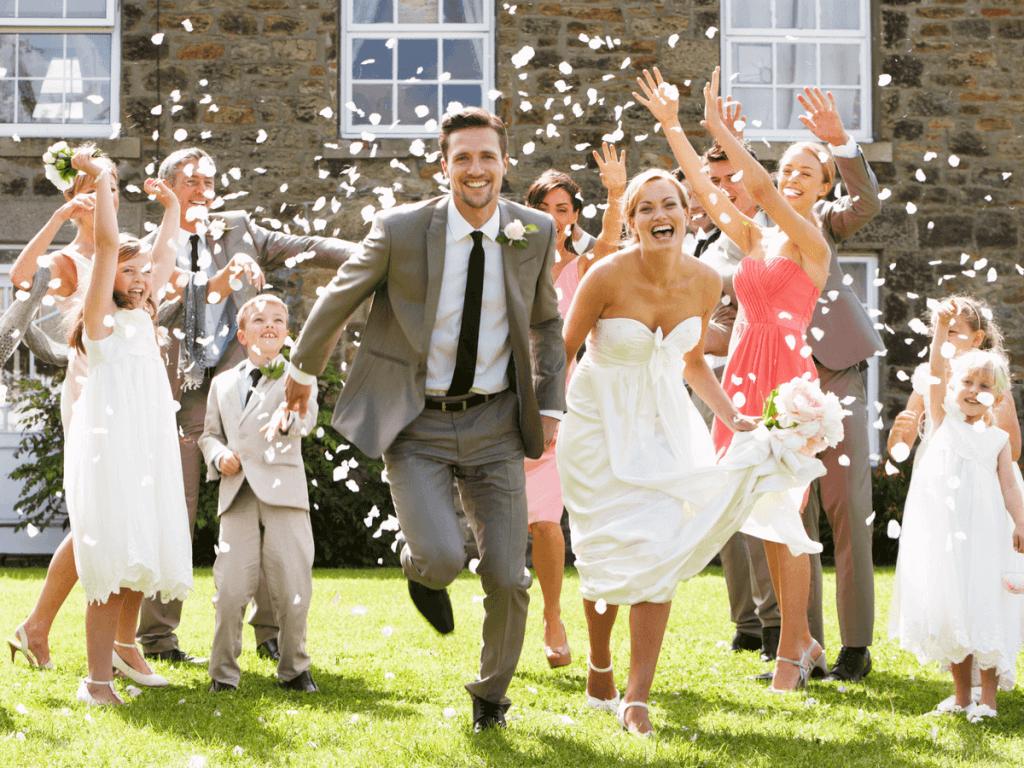 家族婚とはどういう結婚式のこと?気になる費用の相場と演出・引き出物の内容をご紹介!