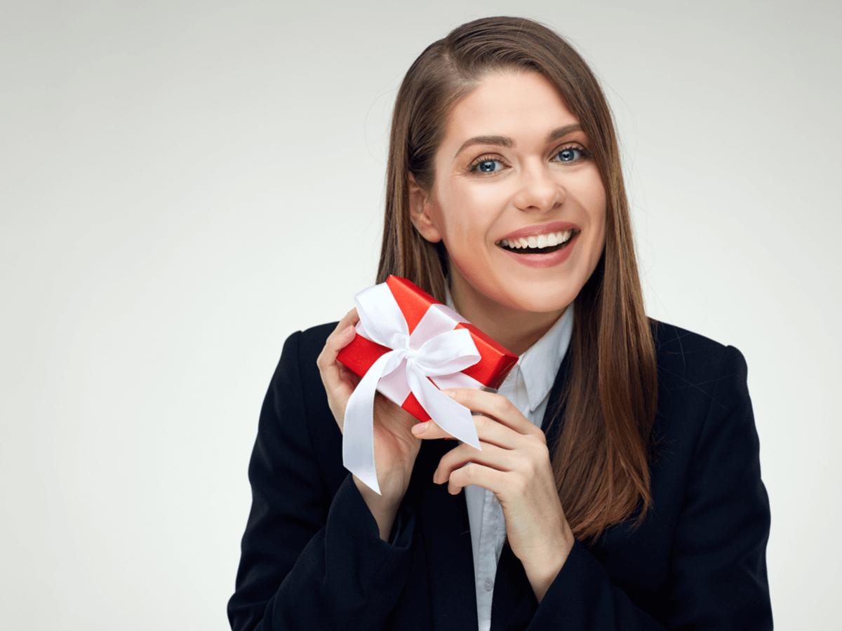 就職祝いを社会人デビューの節目に贈ろう!おすすめのメッセージ集5選・男女別プレゼント10選