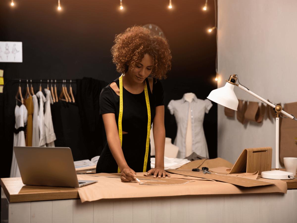 ファッションデザイナーは業界の花形!気になる仕事内容と取得しておくと有利な6つの資格