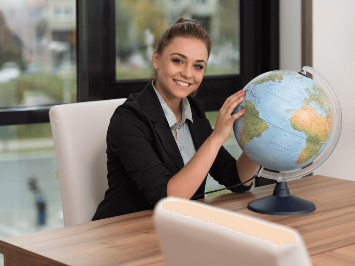 海外駐在員とは?年収や待遇が手厚い海外就職のメリットとデメリット