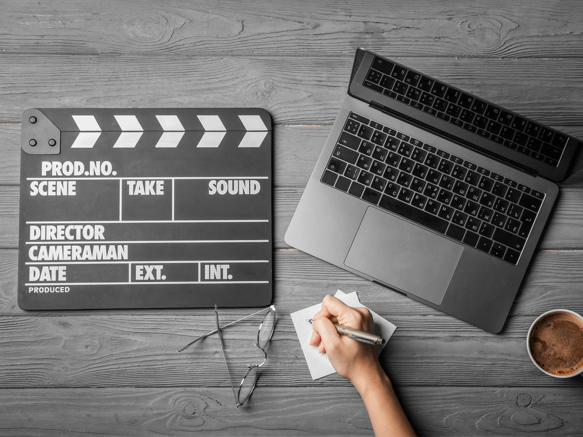 脚本家は夢や感動のストーリーを創りだす創造者!一流の有名脚本家になるための努力や学びとは