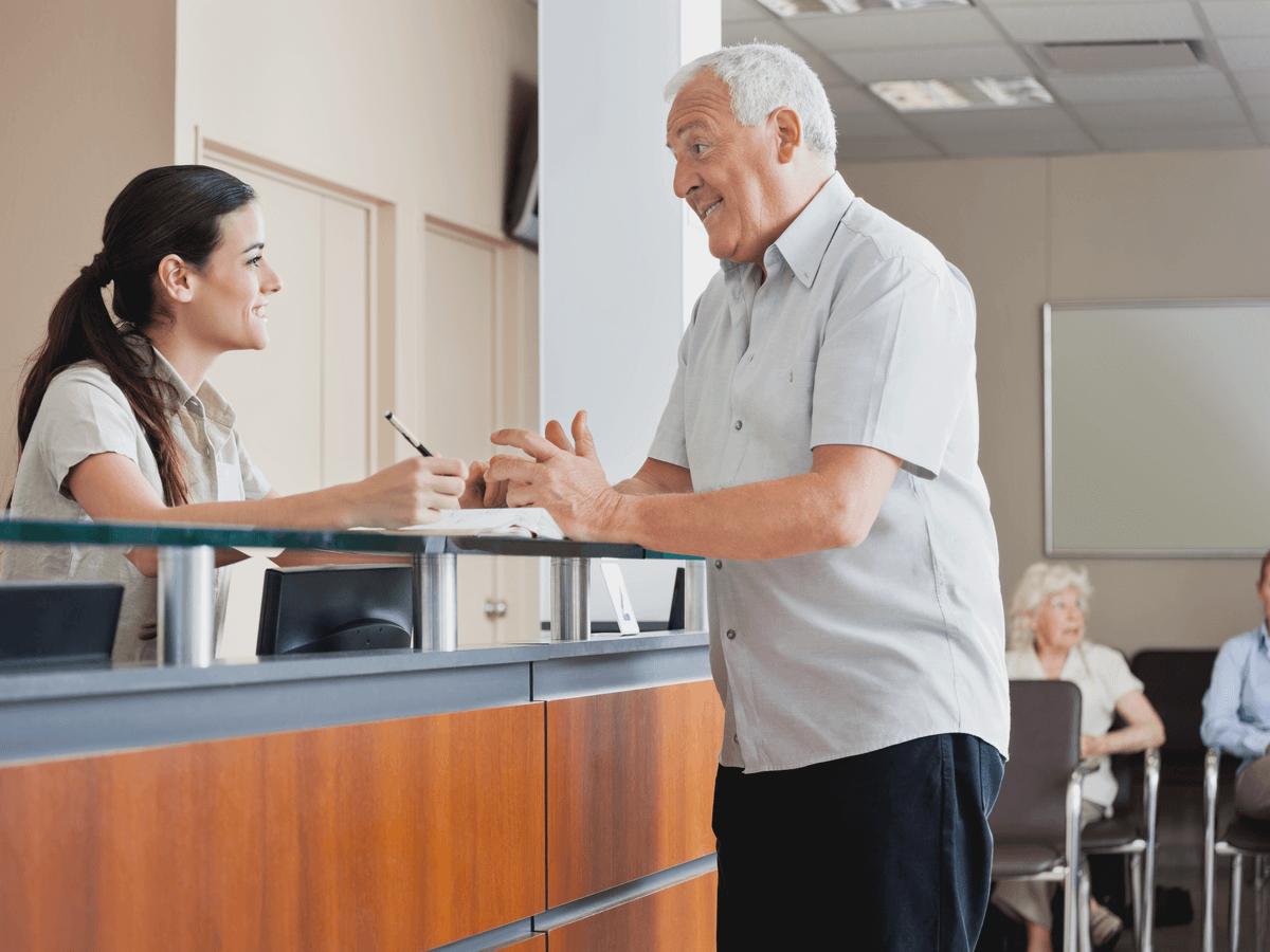 介護事務の仕事内容や転職時に有利になる資格!今後も求人が増えるその背景と将来性
