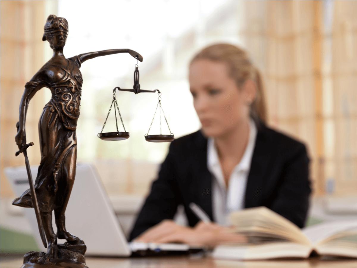検察官は冷静な判断と強い意志が必要!その仕事内容と弁護士・裁判官との違いとは