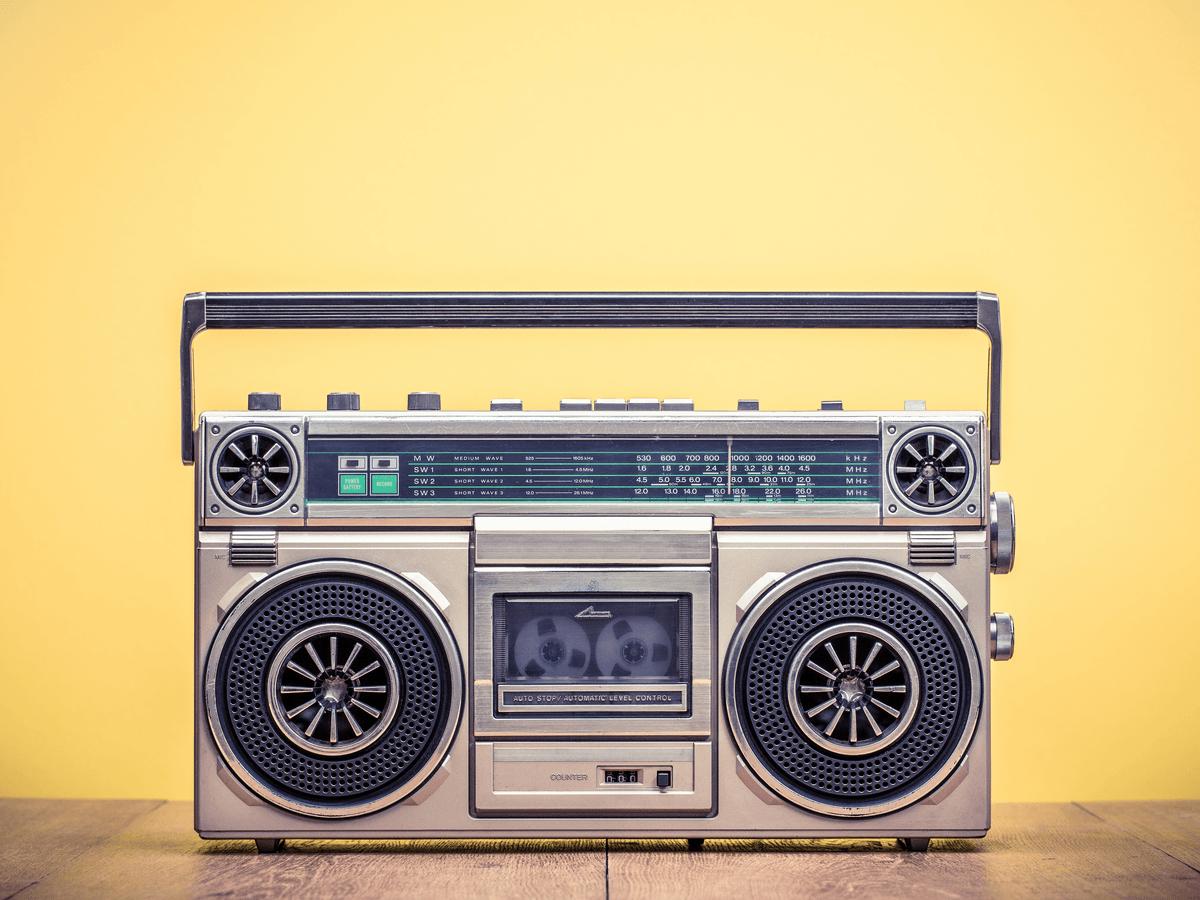 ラジオパーソナリティはトークや音楽でリスナーを楽しませる仕事!なるための必要事項とは