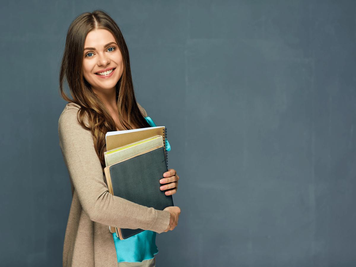 大学教授になるにはどうすればいいの?年収・仕事内容・資格について徹底解説