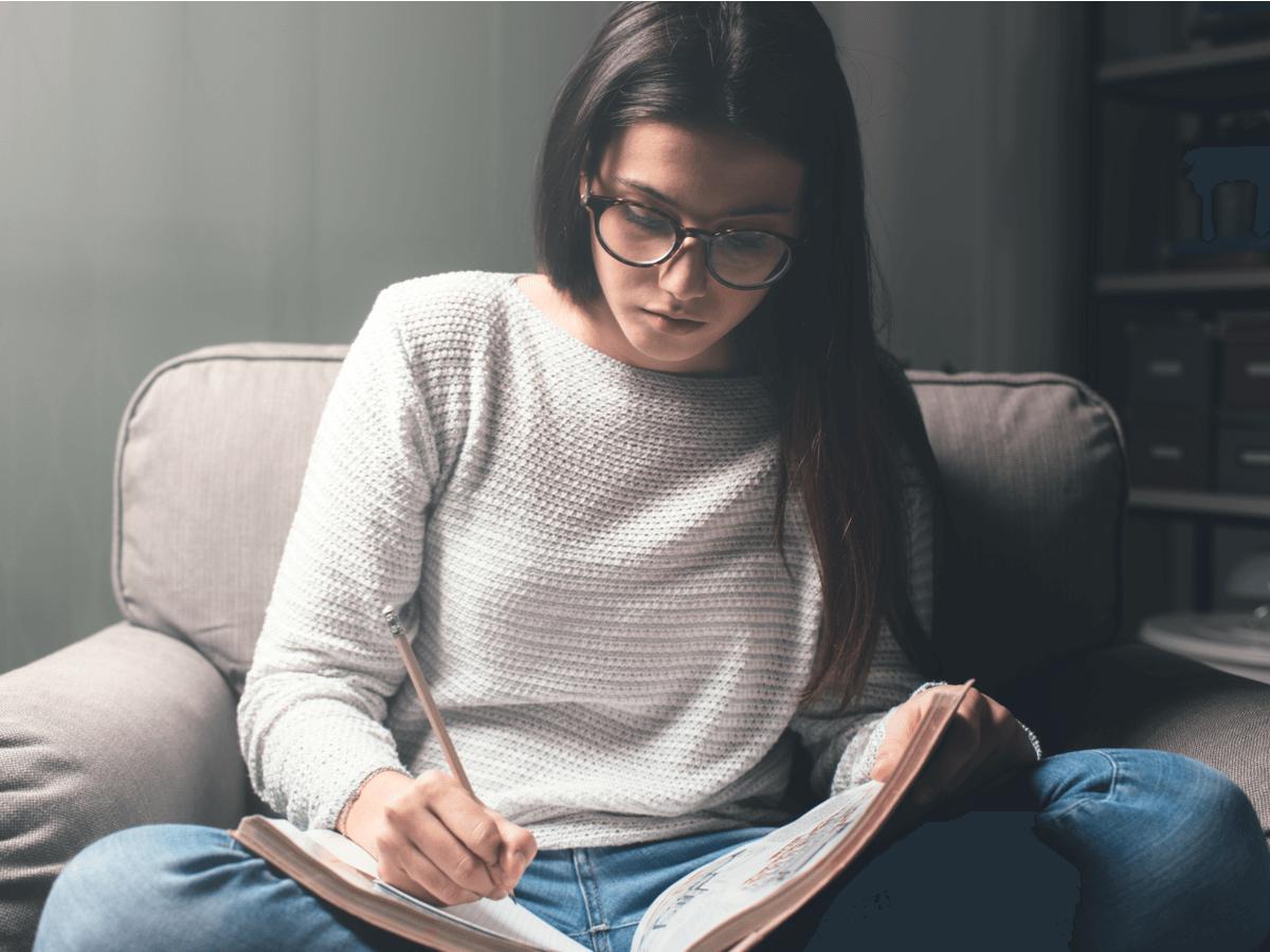 小説家になるには一般応募は難しいって本当?気になるデビューの仕方や収入のことなど徹底解説!