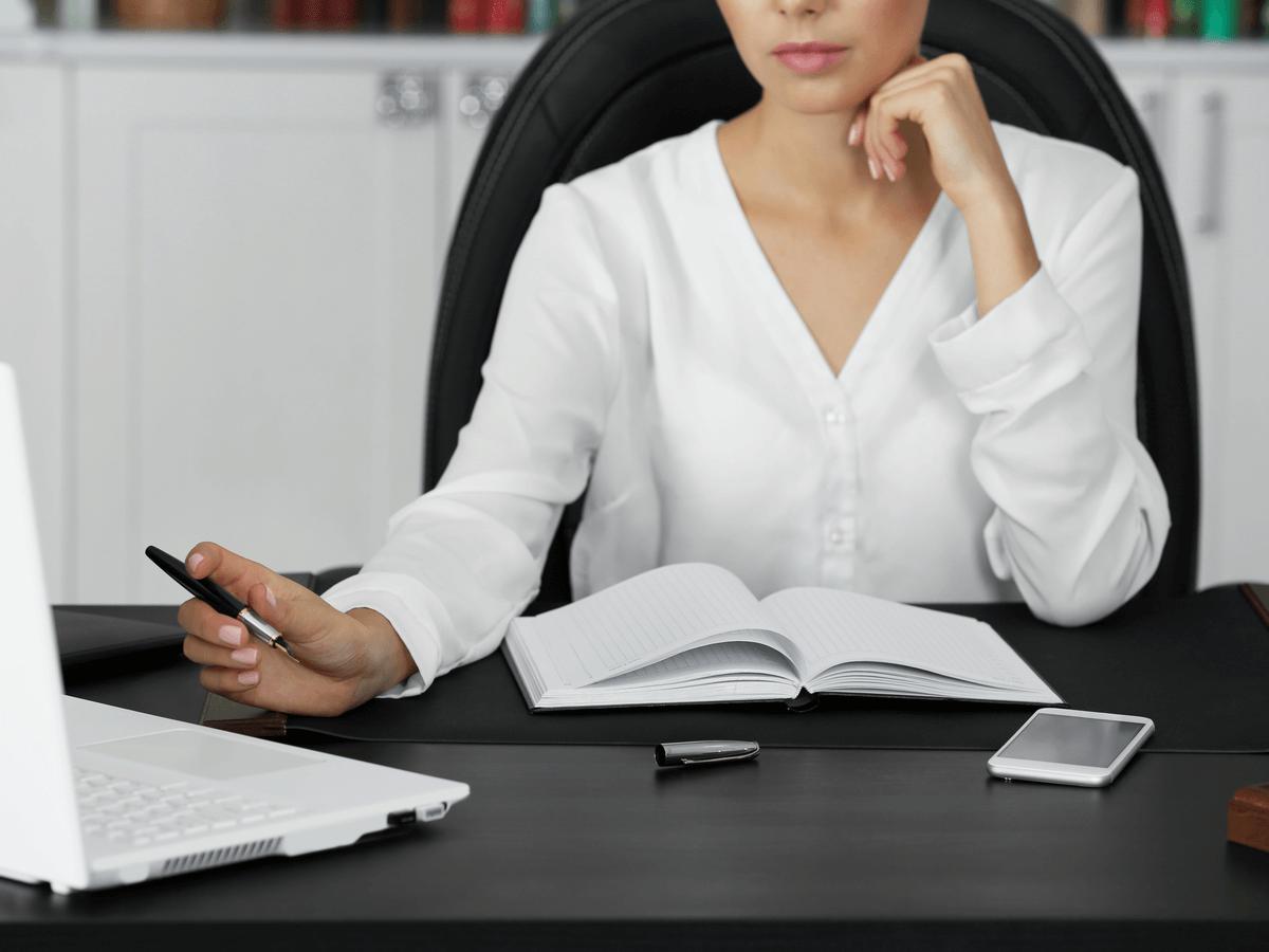 社会保険労務士は働く人の労働環境を守る仕事!国家試験の受験資格や合格率・勉強法を徹底解説