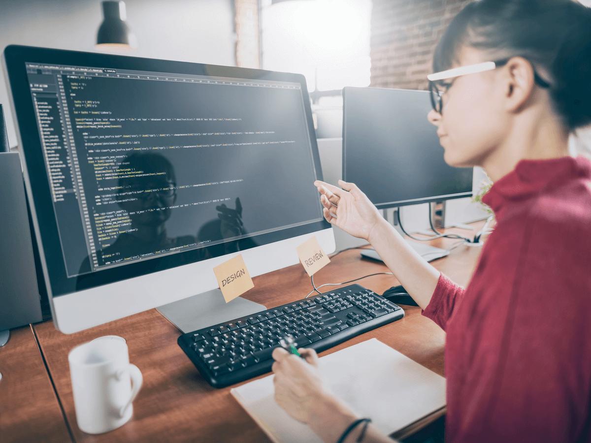 WEBプログラマーは未経験でもなれる?役に立つ資格や学校・将来性について