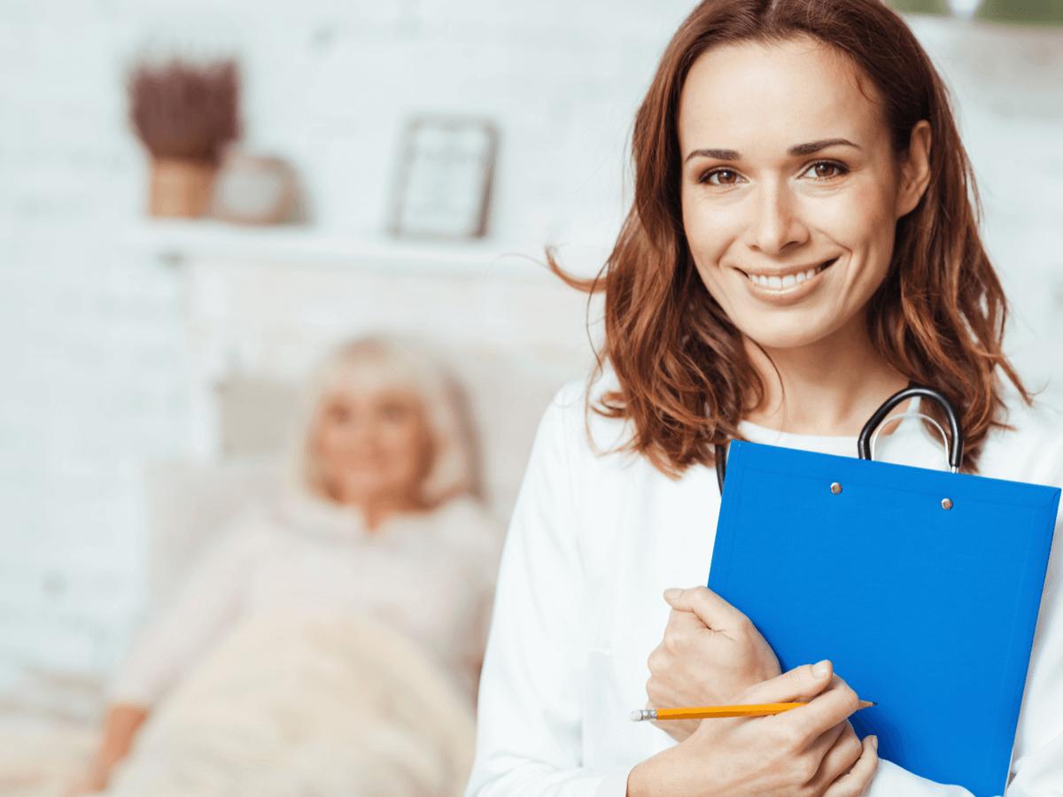 看護助手として働くために資格は必要なの?気になる求人情報・給料事情とは