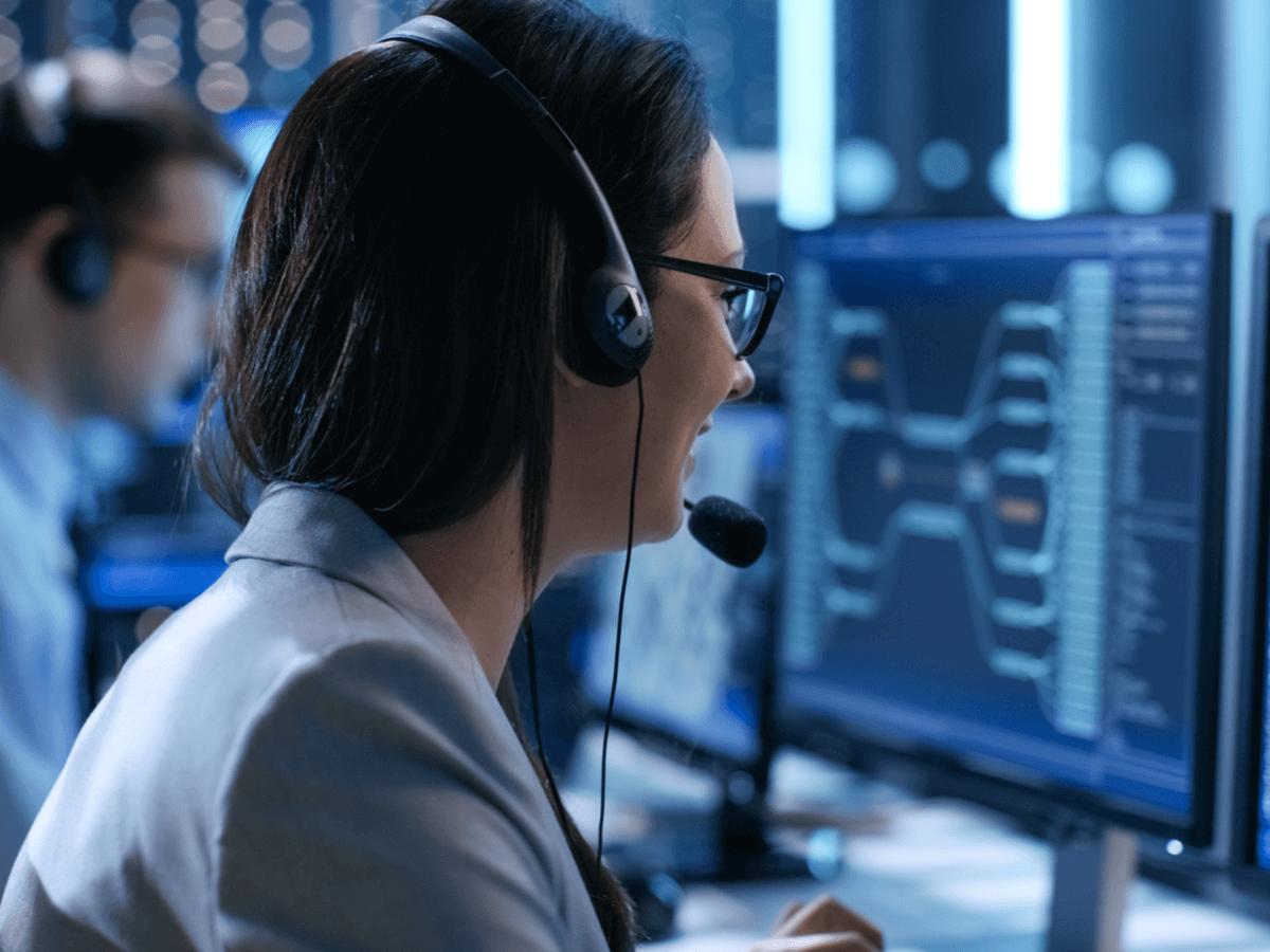 航空管制官になるには?受験資格や試験の難易度・必要なスキルについて