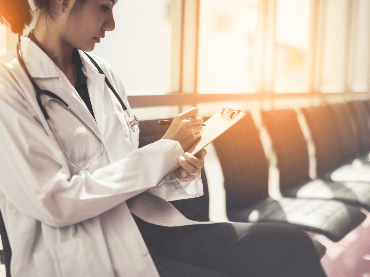 整形外科医の年収ってどのくらいあるの?女性が活躍しているその仕事内容と気になる結婚事情について