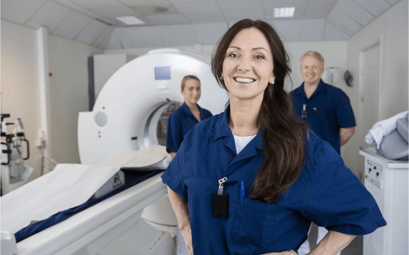 診療放射線技師は意外と身近な職業!一日の仕事内容や国家試験の合格率について