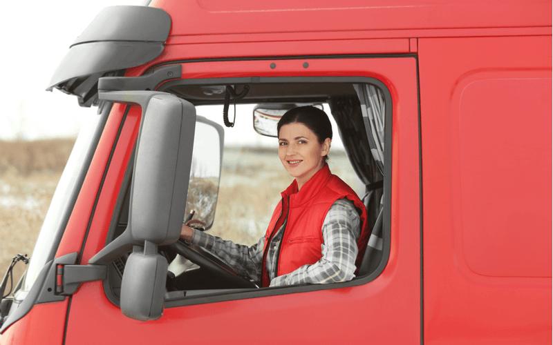 女性ドライバーの求人が、なぜ今増えているの?