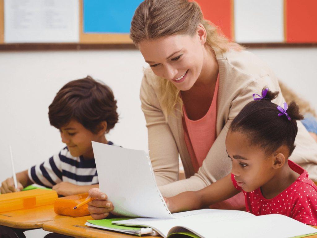 """「小学校英語指導者」資格の全容と取得後のキャリアパスを徹底分析!""""好き""""から始まるを応援します!"""