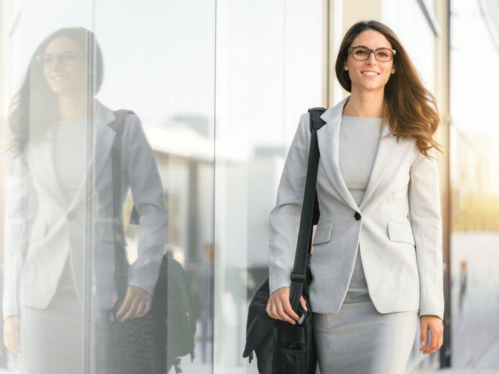 女性が年収500万稼ぐ職業は?転職するならこのサイト7選!