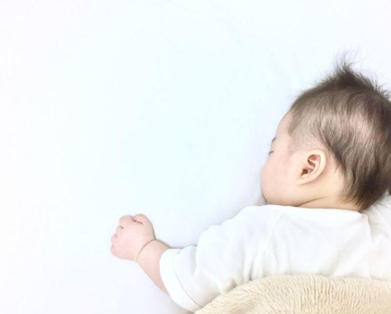 赤ちゃん 寝返り いつ 赤ちゃんの寝返りはいつ始まる? 練習は必要?